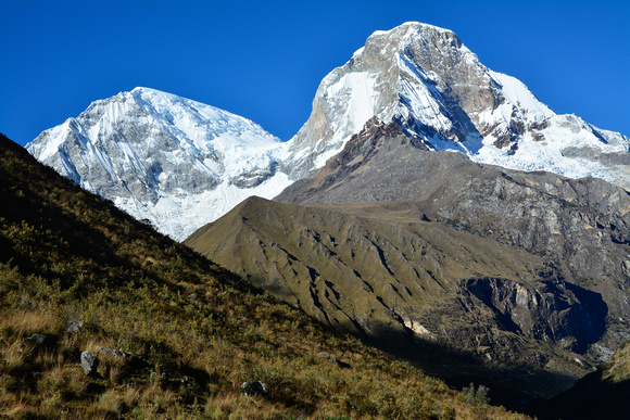 Huascarán Sur and  Huascarán Norte from the trail to Laguna 69